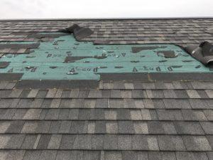 台風により剥がれた屋根