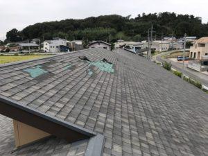 台風により剥がれた屋根全体の様子