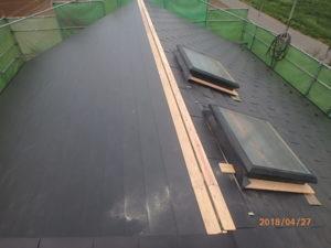 ガルバリウム鋼板横葺き張り完了後の屋根
