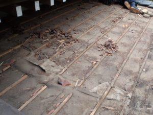 瓦撤去後の玄関庇
