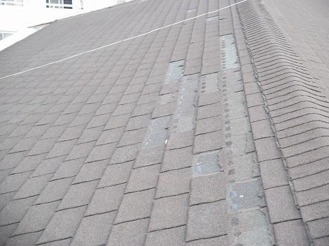 台風の被害を受けた屋根