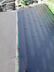 棟以外の屋根材の葺き終わり