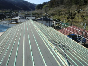 瓦桟木施工後の屋根