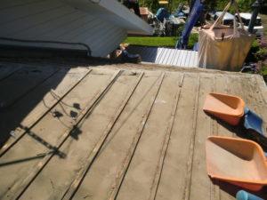 既存の瓦を撤去後の屋根