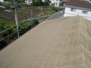 既存瓦撤去後の切妻屋根