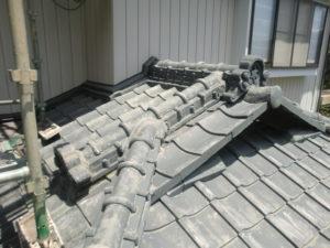 撤去前の入母屋造り屋根