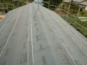 ルーフィングを張り終えた屋根
