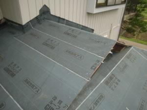 ルーフィング上張り後の入母屋造り屋根
