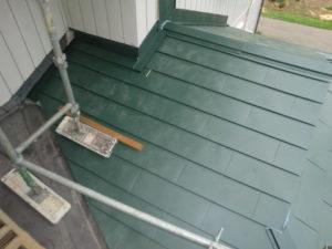 入母屋造り屋根棟板金取り付け後
