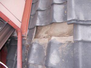 瓦の下の様子の写真