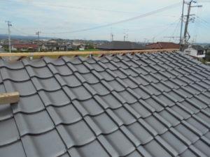 棟金具、野縁設置した屋根