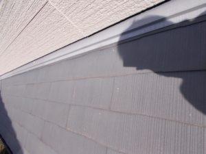 ひび割れを起こしている屋根材