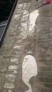 既存の屋根材を撤去後