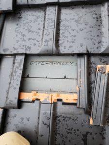 割れた瓦撤去後の屋根