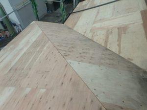下地処理が終わり野地板を張った屋根