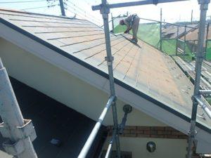 施工前の傷んだスレート屋根