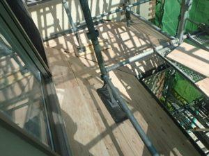 スレート屋根の上に張った野地板(一階屋根部分)