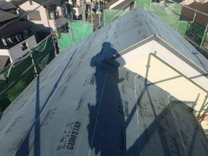 野地板の上にルーフィングを張った屋根