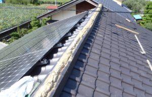 棟瓦撤去後の屋根