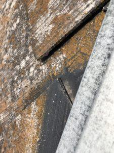 反っている屋根材