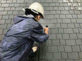 屋根を高圧洗浄中