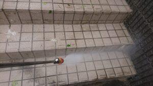 階段高圧洗浄中