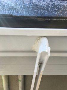 塗装中の雨樋