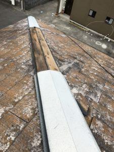 台風被害を受けた棟板金