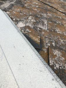 欠けている屋根材