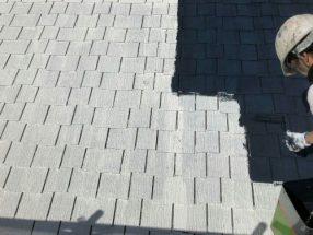 屋根を中塗り中