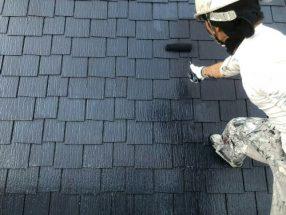 屋根を上塗り中