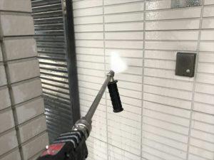 洗浄中の外壁