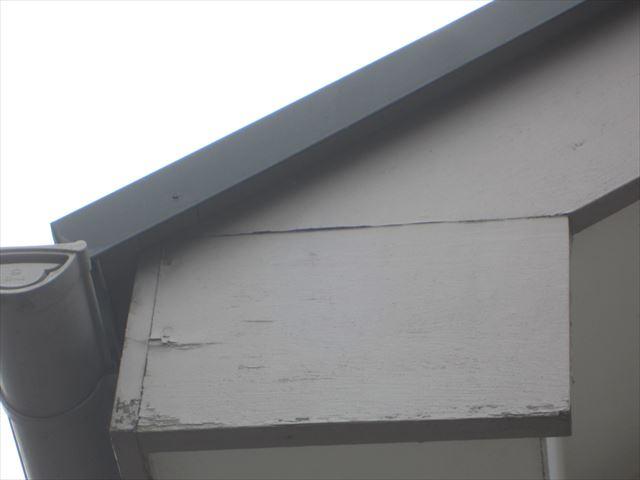 劣化した破風板