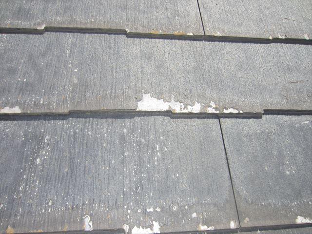 剥離したスレート屋根