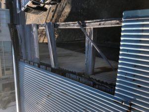 修繕前の波板屋根
