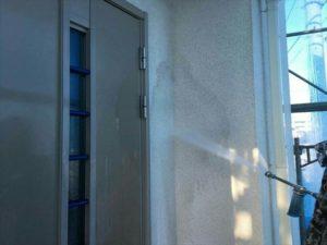 外壁高圧洗浄中