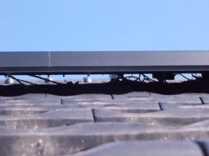 掃除後の太陽光パネルの下
