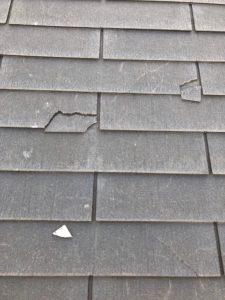 欠けたスレート屋根材