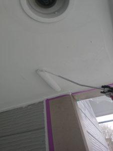 軒天井ローラー塗装