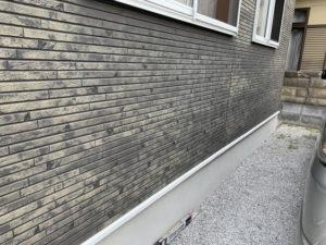 変色した外壁