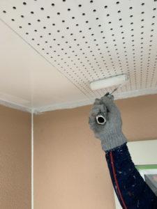 軒天井塗装一回目