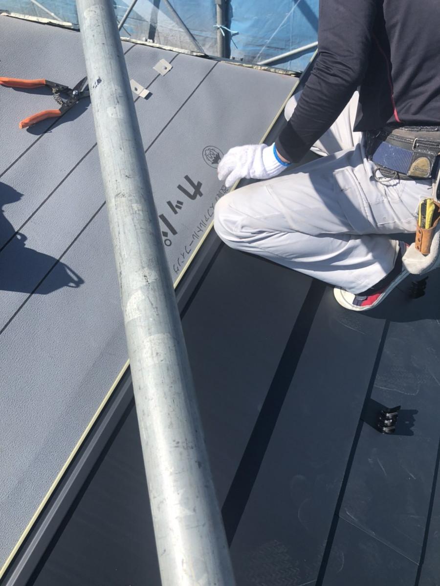 カバー工法工事 ガルバリウム鋼板 施工中