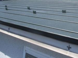 屋根カバー工法工事 雪止め設置 完成