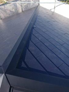 屋根カバー工法工事 棟板金施工 完成