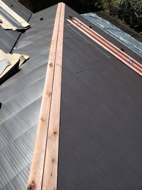 カバー工法工事 棟 貫板設置