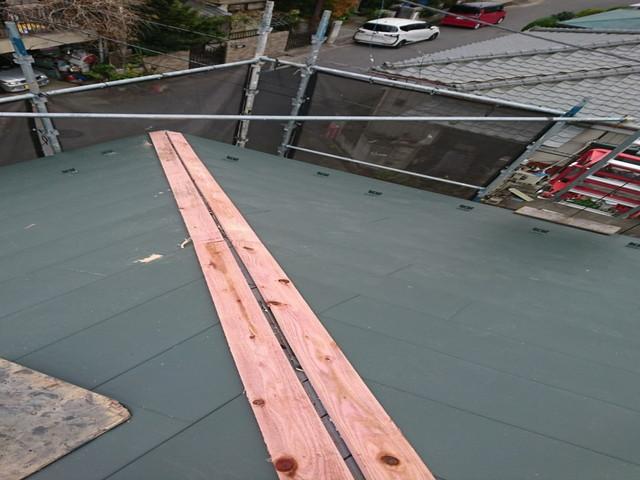 屋根 カバー工法 棟下地