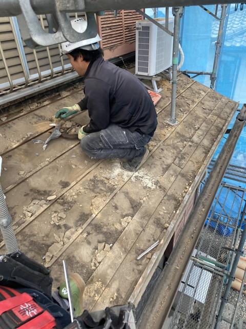 屋根葺き替え工事 瓦桟木撤去